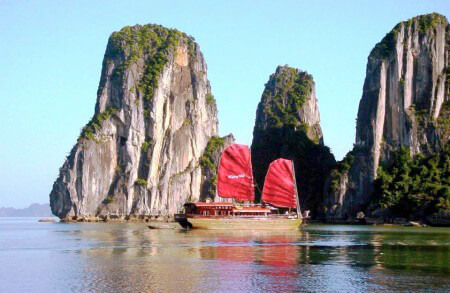 Holzdschunke in der Ha Long Bucht ©Vietnam Airlines