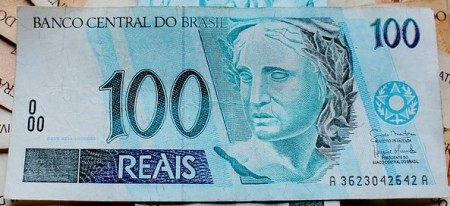 100 Real Banknote